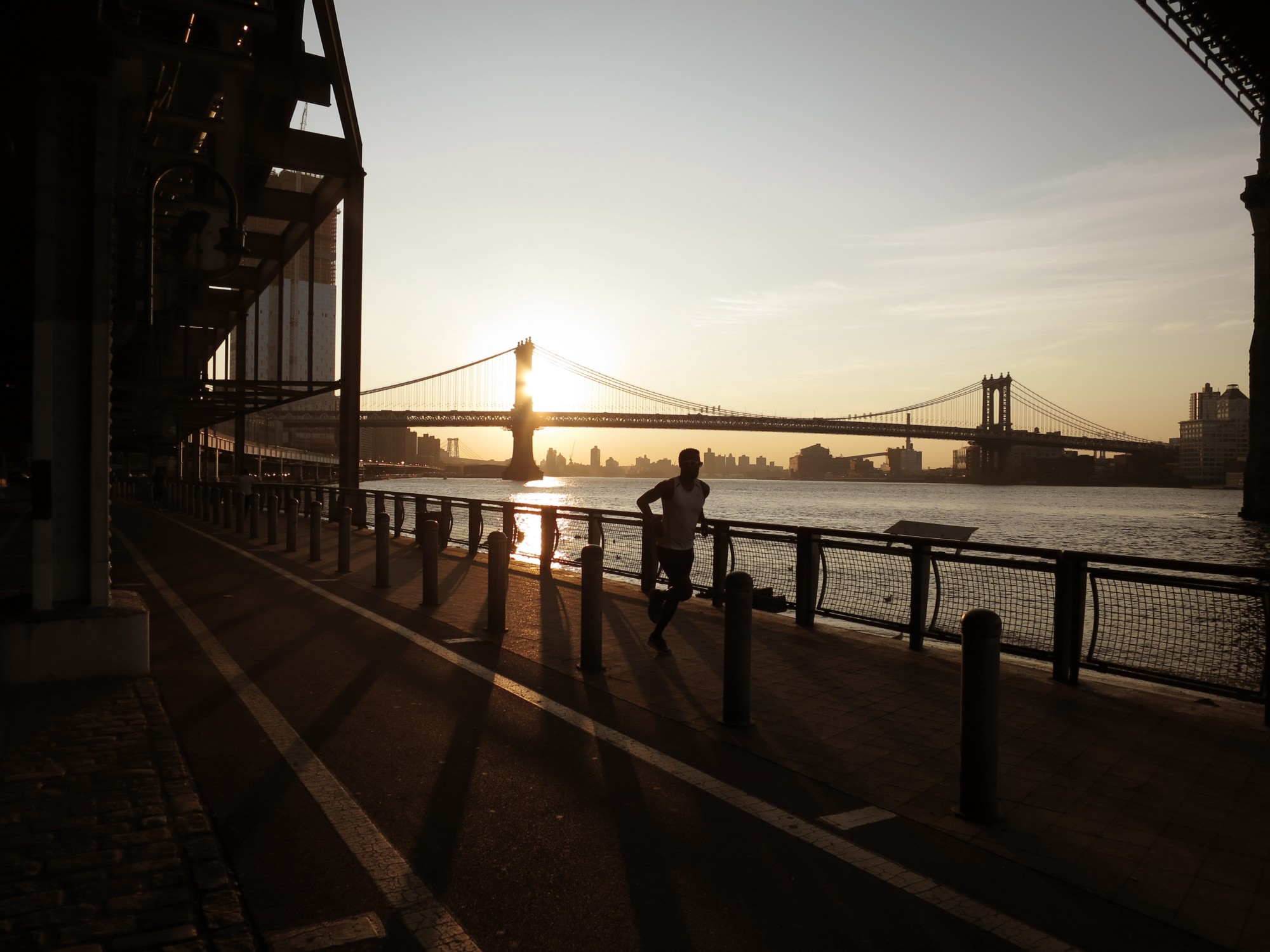 daren running near brooklyn bridge